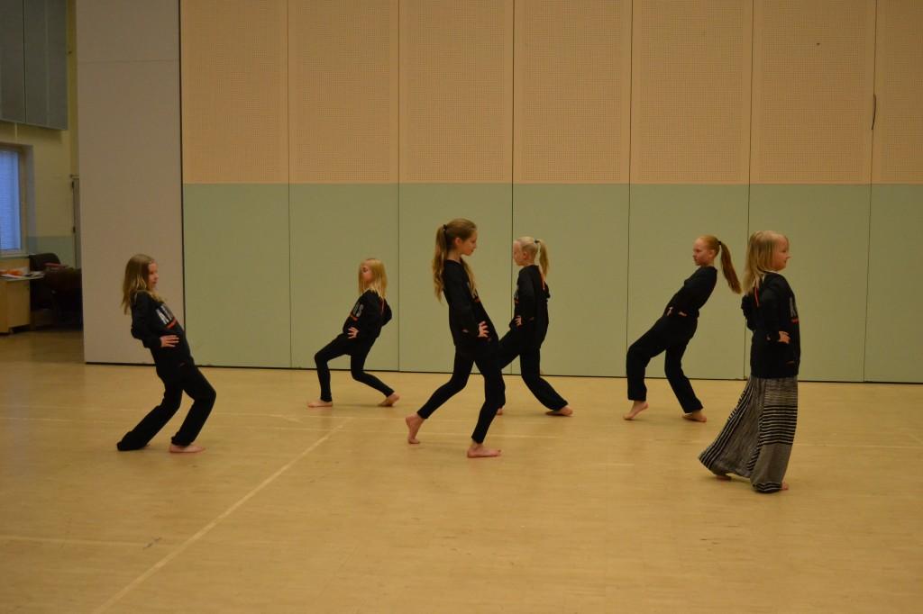 Tanssikoulu Artmus, tanssiesitys